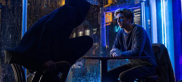 Death Note Netflix 2017 Critique L Kira Light bar restaurant